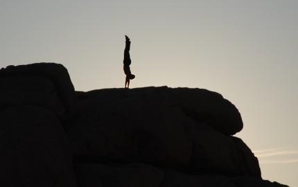 Joshua_Tree_yoga_-_handstand